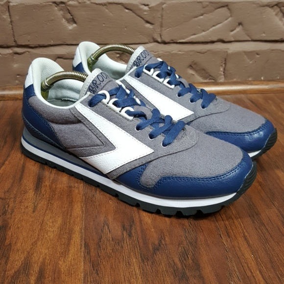 7a14885321fac Brooks Other - Brooks retro running shoes